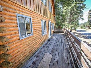 Canyon Log Retreat Rustic 3BR Moonridge Chalet