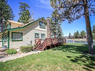 Bryan's Lakefront Retreat~Full Kitchen~Foosball~Lake-View Deck~New Flat TVs~, Big Bear Region