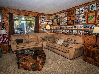 Walk To Skiing~Single Story Cozy Home~Basic Kitchen~Fireplace~Pets Ok~WiFi~