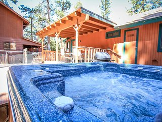 Starview Chalet~Private Hot Tub~Entertaining Pool Table~Guest Apt~Walk To Lake~