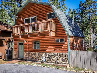 Juniper Creek Mountain Cabin~Pool Table~Fireplace~Fenced Yard/Pets~Decks~, Big Bear Region