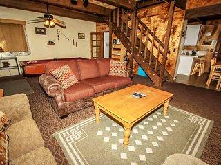 Juniper Creek Mountain Cabin~Pool Table~Fireplace~Fenced Yard/Pets~Decks~