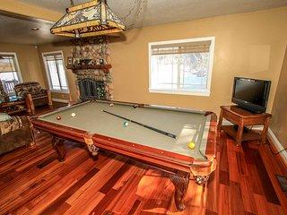Paradise Cove~Lakeside Mountain Home~Outdoor Spa~Pool Table~Fireplace/Free WiFi~