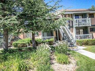 Boulder Creek Lakeside Upper Level Condo / Minutes to Town or Marina