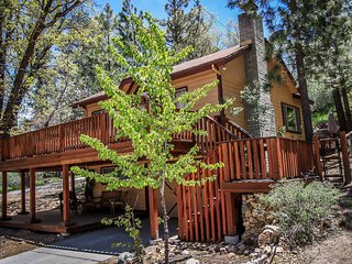 Easy Times~Secluded & Clean Retreat~Outdoor Spa~Great Yard/Deck~Washer/Dryer~, Big Bear City