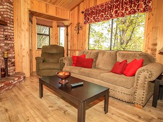 ~Tree Top Hideaway~Serene & Relaxing Retreat Among The Pines~