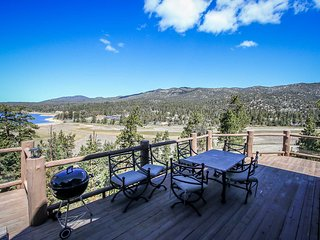 Windsong Manor~Castle Glen Estate~Lake-View Deck~Spa~Game Room~High End Decor~