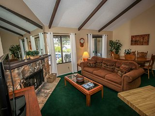 Boulder Creek Lakeside 2BR Upper Level Condo / Summertime Pool + Spa