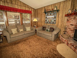 ~Cedar Pines~Equipped & Furnished Central Retreat~Minutes To All Activities~