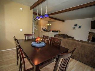 Boulder Blue Condo~Lower Level Quiet Location~Walk To Lake~Community Pool & Spa~