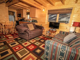 Woodsy Sugarloaf Cabin~Two Story~Equipped Kitchen~Washer/Dryer~Central Heat~WiFi