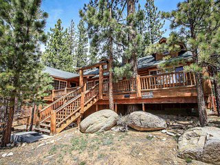 Bear Necessities~Secluded Location~Gourmet Kitchen~Expansive Decking~Fireplace~