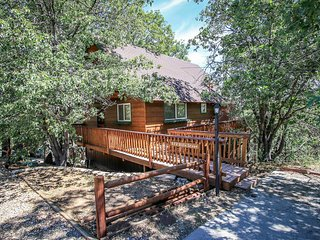 1548-Kiki's Chalet, Big Bear City