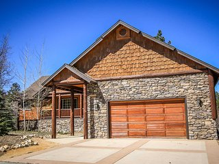 Angel View Chalet Mountain Cabin~Pool Table/Game Room~Outdoor Hot Tub~WiFi~