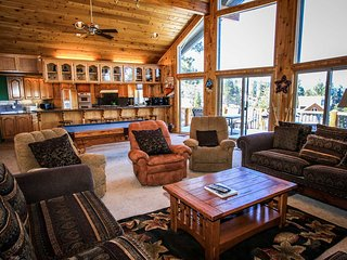 Lakeview Estate~Fabulous Mountain Home~Pool Table/Foosball~Jetted Tub~Huge Deck~