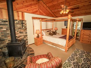 Beary Deer Cottage~Wood Fireplace~Full Kitchen~Relaxing Deck~Fenced~, Pain de sucre