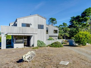 Upscale, modern home with two decks, ocean views, and shared pools & tennis!, Sea Ranch