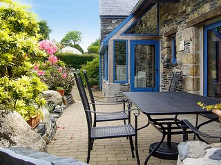 Sunny house in Brittany with views, Le Cloitre-Saint-Thegonnec