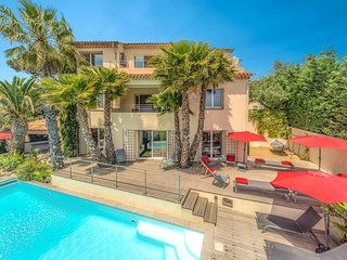 CENTRAL -- PANORAMIC SEA VIEWS -- HEATED Pool !, Sainte-Maxime