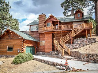 Alpine Lodge~Walk To Town/Lake~Outdoor Spa~Game Room/Pool Table~Garage