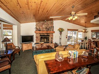 Can't Bear To Leave Retreat~Fun Packed Game Room~Convenient Location~Garage~