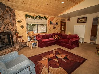 Wonderful Cabin~Walk To Lake~Private Outdoor Spa~Kitchen~Fireplace~Fenced~, Big Bear Region