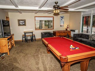 ~Fun Escape~Modern Guest Cottage~Pool Table/Foosball~Full Kitchen~