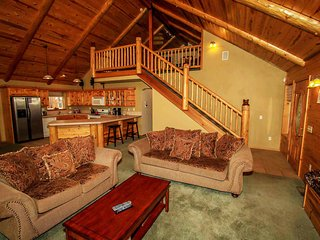 Heavenly Lodge Log Home Family Estate~Pool Table~Spa~Washer/Dryer~Fireplace~