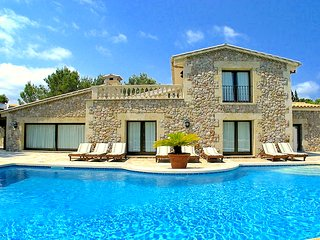 Casa del Pinaret. Luxury beach villa in Puerto Pollensa. 6 bedrooms 12 people.