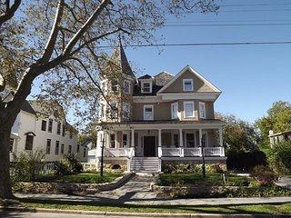 Meticoulously Renovated Victorian Sleeps 25 126045, Cape May