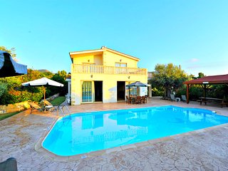 200m to Argaka Beach - 4 Bed Detached Villa - Private Pool - Wifi - Aircon