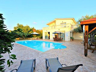4 Bed Detached Villa 200m to Argaka Beach - Private Pool - Wifi