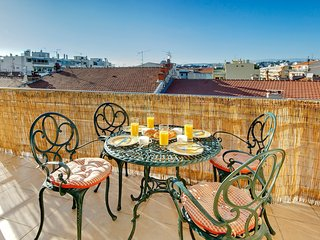 Little Gem - Rooftop views! AVAILABLE FOR GRAND PRIX AND CANNES FILM!