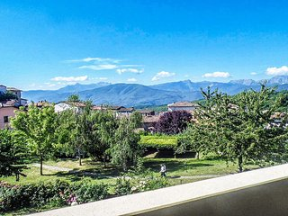New for 2017! Spacious villa,  amazing mountain views, walk to restaurants, WIFI