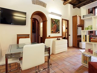 VERY SPECIAL OFFER: FULLY EQUIPPED CHARMING PRIVATE FLAT 50M FROM SPANISH STEPS