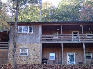 Lost Creek Retreat 3 bedroom 2 bath home with lake view and dock access