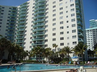 Fully 2/2 Furnished Condo at Beach Front Complex, Hollywood