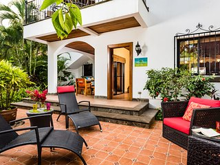 Casa de Valencia - Tamarindo Luxury Villa - Steps from the Beach