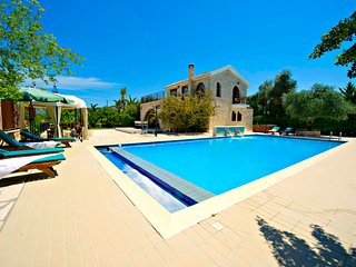 Exceptional Villa - Huge 14mx7m Pool - Sea Views, Argaka