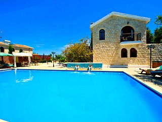 Argaka - Outstanding Villa - Large Pool - Jacuzzi