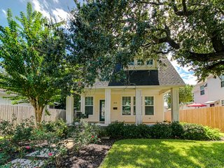 Dog-friendly, exquisitely styled cottage in Midtown Galveston Island