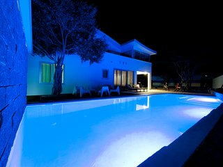 4 bedrooms & private pool & office & childfriendly
