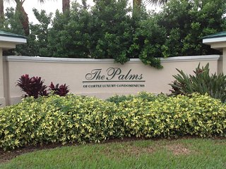 Condo close to Bradenton beaches, shopping, dining