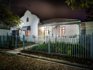 16 White House - exclusive self-catering, Robertson