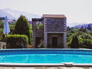Stratos Villas, Melidoni