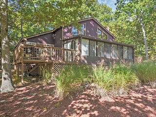 Bright 4BR Bushkill House w/Private Sauna!