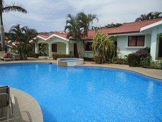 Family Vacation House by the beach, Playas del Coco