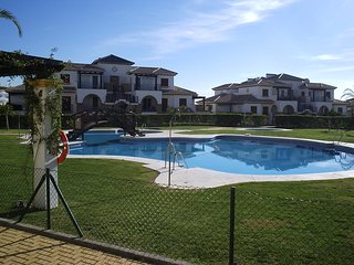 2 Bed apartment in Peaceful Enclosed Complex