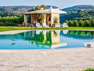 Villa Arodamos, Pikris