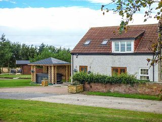 THE BARN, luxurious barn conversion with hot tub and WiFi, Northallerton, Ref: 933238
